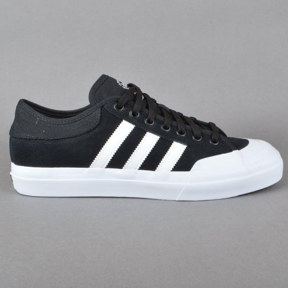 adidas (matchcourt adv skate - schuhe cblack / ftwwht