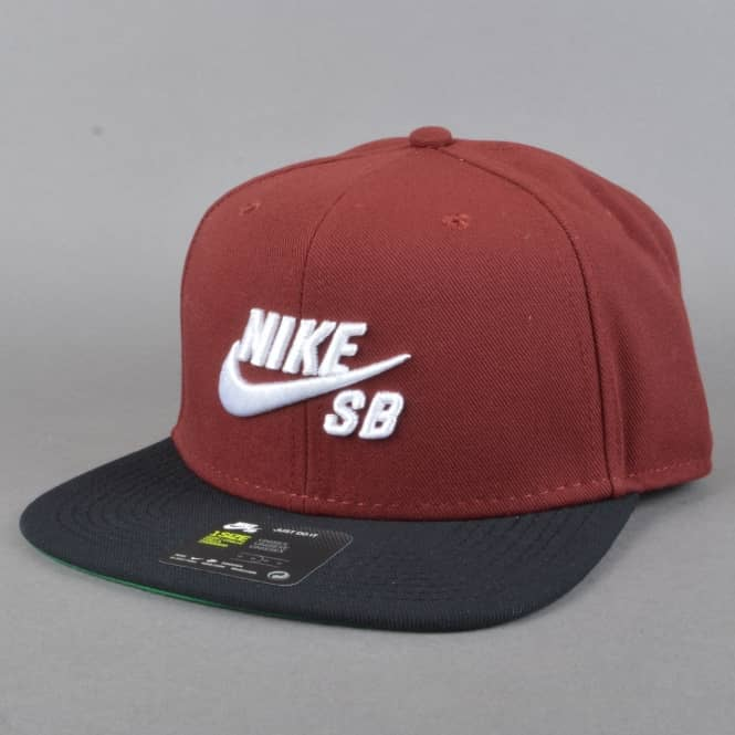 Nike SB Icon Snapback Cap - Dark Team Red/Black/Pine Green/White