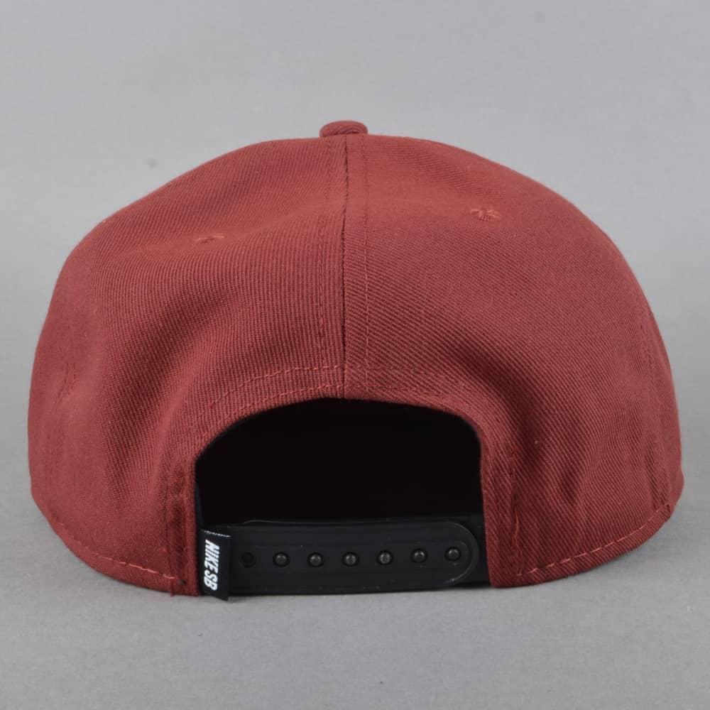 0e852d664a6 Nike SB Icon Snapback Cap - Dark Team Red Black Pine Green White ...