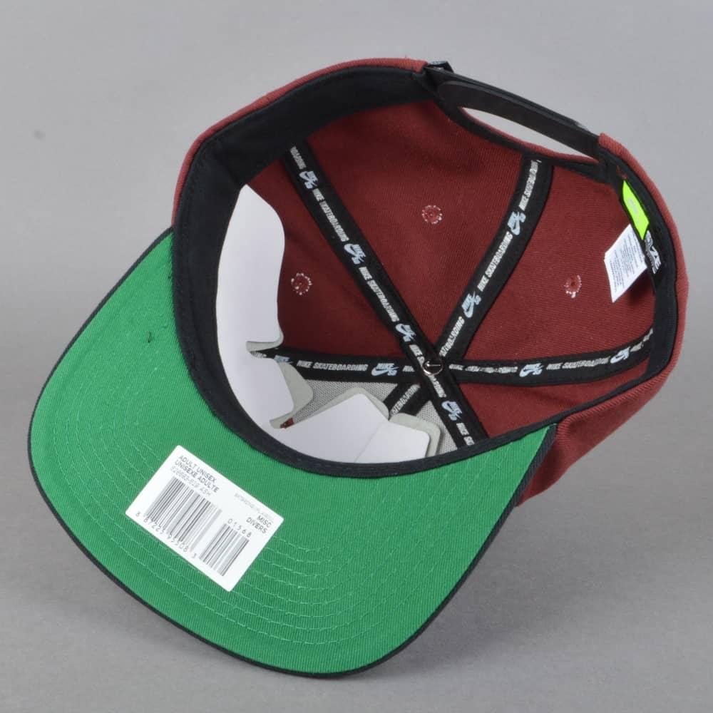 Nike SB Icon Snapback Cap - Dark Team Red Black Pine Green White ... df13eb36e4f