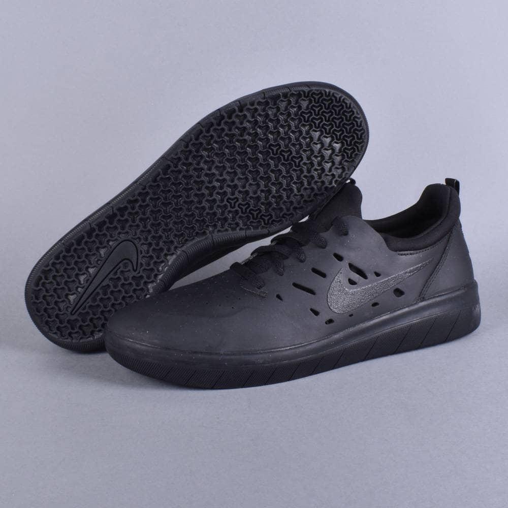 Nike SB Nyjah free Skate Shoes - Black/Black-Black