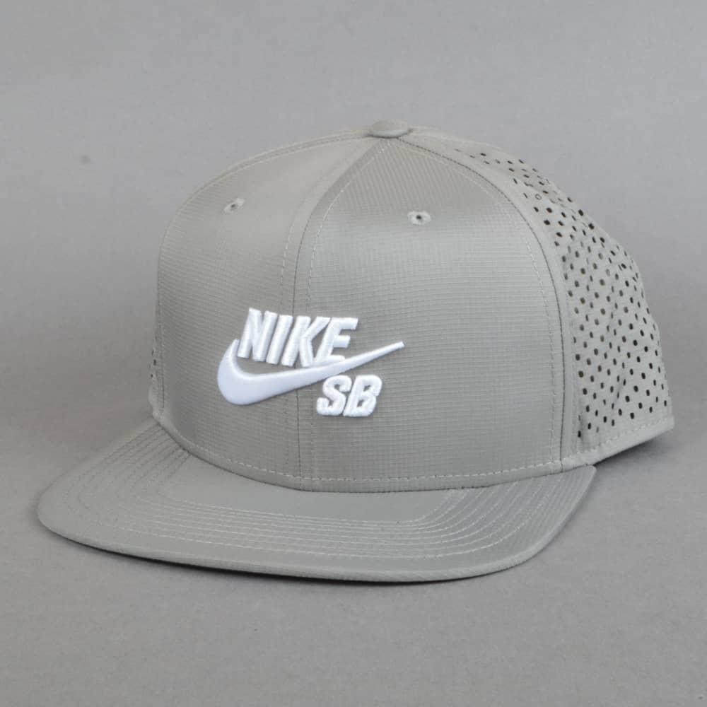 Nike SB Performance Dri-Fit Snapback Cap - Dust Dust Black White ... 1708b1fa67d